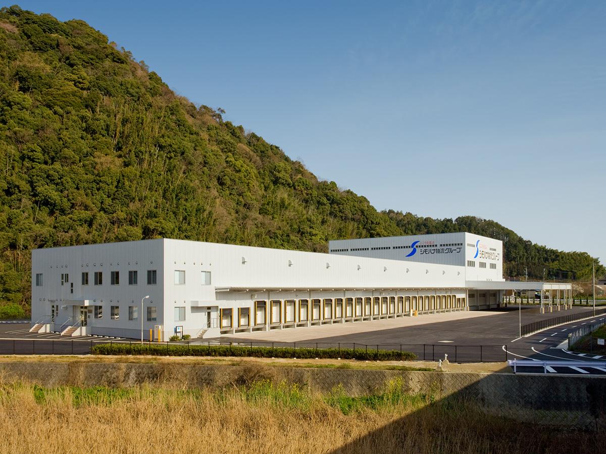 5温度帯完備の福岡第一営業所(シモハナ物流提供)